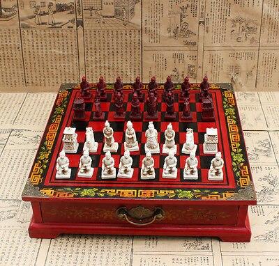 32 Pezzi Scacchi Un set di scacchi con tavolino in legno32 Pezzi Scacchi Un set di scacchi con tavolino in legno