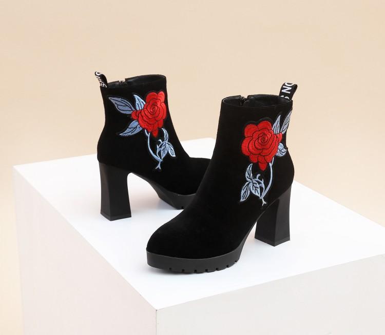 4e298e873d581 Côté Femme D hiver forme Caoutchouc Chaussures Chaussons Broder Plate En  Rose Femmes Bottes Fleurs Daim Noir Rouge Haute Talon ...