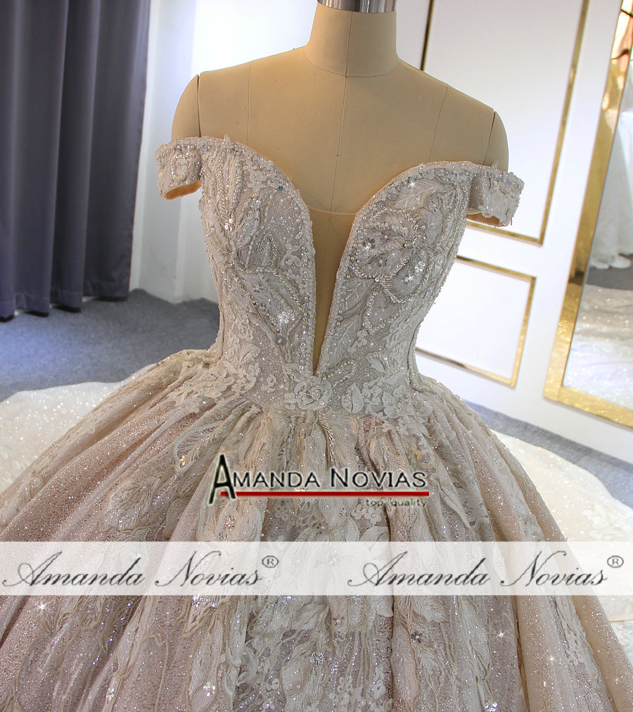 Image 3 - Luxury beading wedding dress Off Shoulder Long Train 2019 New bridal dress novias-in Wedding Dresses from Weddings & Events