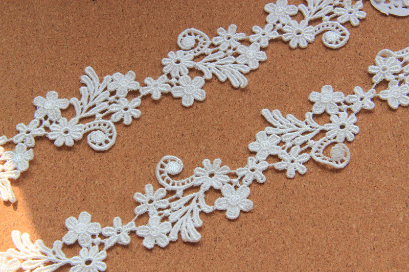 Free shipping 1.18inch 5yards/lot White Top Grade Embroidered Flower Lace Trims Bride Veils Accessary Z689