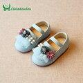 Claladoudou 2017 0-3y crianças menina shoes para crianças bege andando sapato rosa bebê menina flor peal shoes criança luz azul shoes