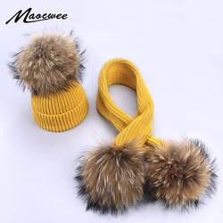 Новая зимняя вязаная шапка из натурального енота для маленьких мальчиков и девочек, комплект с шарфом и меховыми помпонами, шапки для