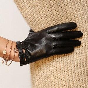 Image 2 - מותג אמיתי עור כפפות אופנה נשים כבש כפפות דק אביב קמטים אלגנטי ליידי אצבע נהיגה כפפת L026N