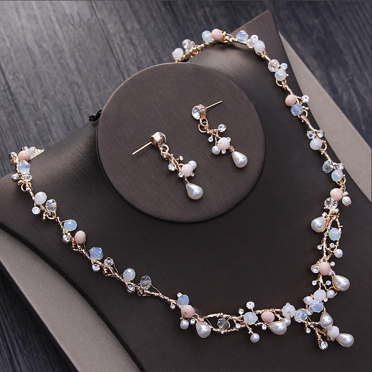 ... Ramo de Ouro Pérolas Tiara Colar Brincos Conjunto De Jóias de Casamento  Artesanais Acessórios De Noiva ... e7ca7e8444