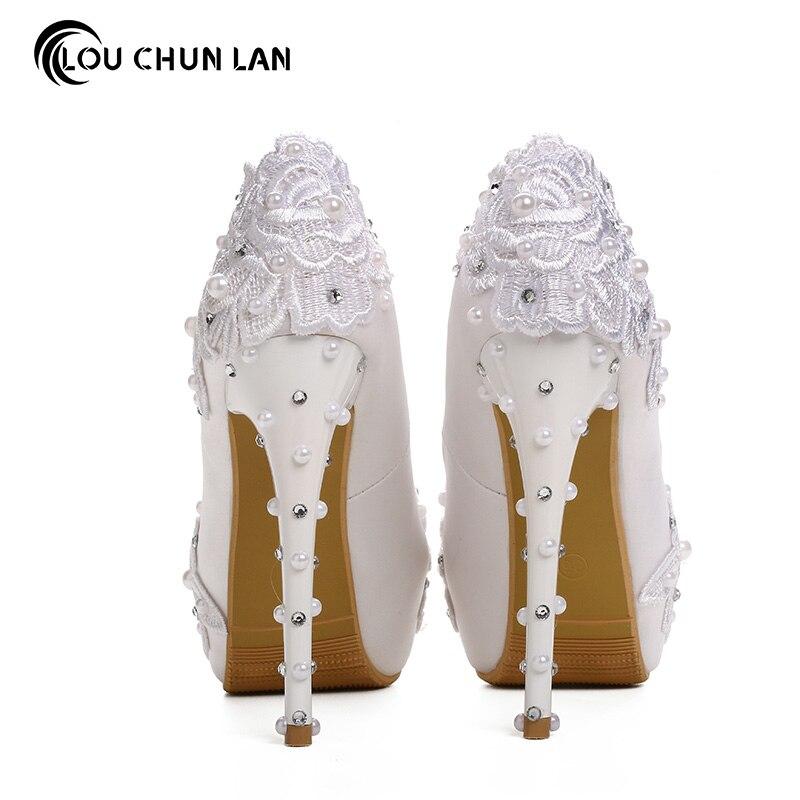 Vrouwen Pompen Schoenen Mooie witte kant parel bruid schoenen hoge hak waterdichte tafel bruiloft schoenen satijn prima met jurk schoenen