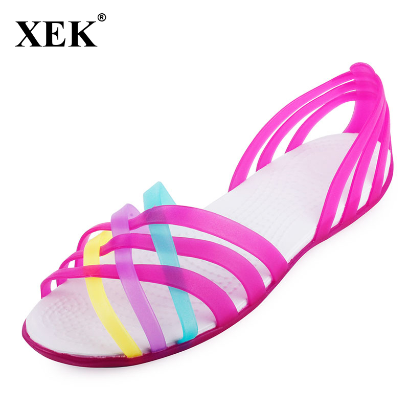 цена на Women Sandals 2018 Summer New Candy Color Women Shoes Peep Toe Stappy Beach Valentine Rainbow Croc Jelly Shoes Woman Flats XC34