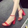 2017 de plata botón de la correa del talón grueso con las sandalias femeninas sexy del todo-fósforo 33 zapatos de tacón alto de oro femenina