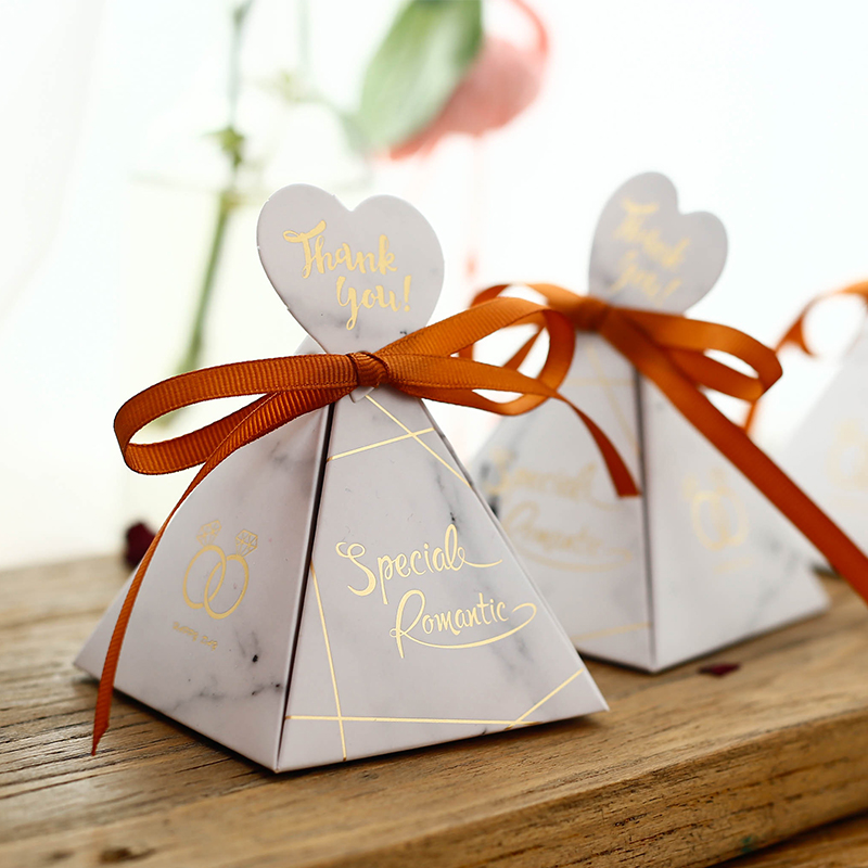 Hot Sale Triangular Pyramid Wedding Favors And Gifts Candy Box Gift