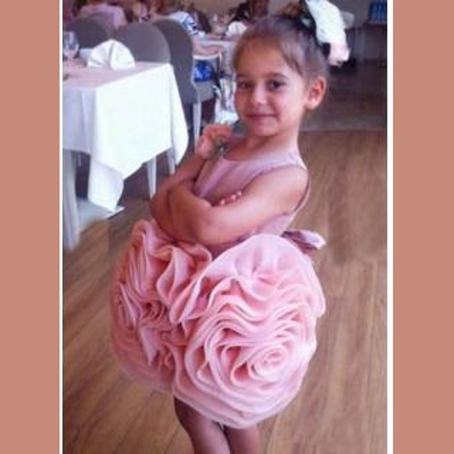 c25780986a4 Moda Mini Vestidos de Flores Niña 2016 Floral Plisado Falda Del Vestido Del  Desfile de La