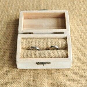 Image 4 - Personalisierte Hochzeit box Retro Weißen Rustikalen ring box Ring Inhaberaktien Box Verlobungsring Box Benutzerdefinierte Namen und Datum