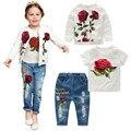 Moda primavera Outono Flor Rosa Roupa Dos Miúdos Conjuntos 3 pcs Mangas Compridas Floral Casaco + T-shirt + calças de brim conjunto de Roupas crianças 3-8A