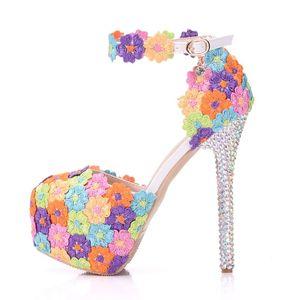 Image 2 - 크리스탈 퀸 여러 가지 빛깔의 꽃 빛나는 여자 샌들 웨딩 신발 일치하는 가방 클러치 14 cm 하이힐 여성 펌프 파티