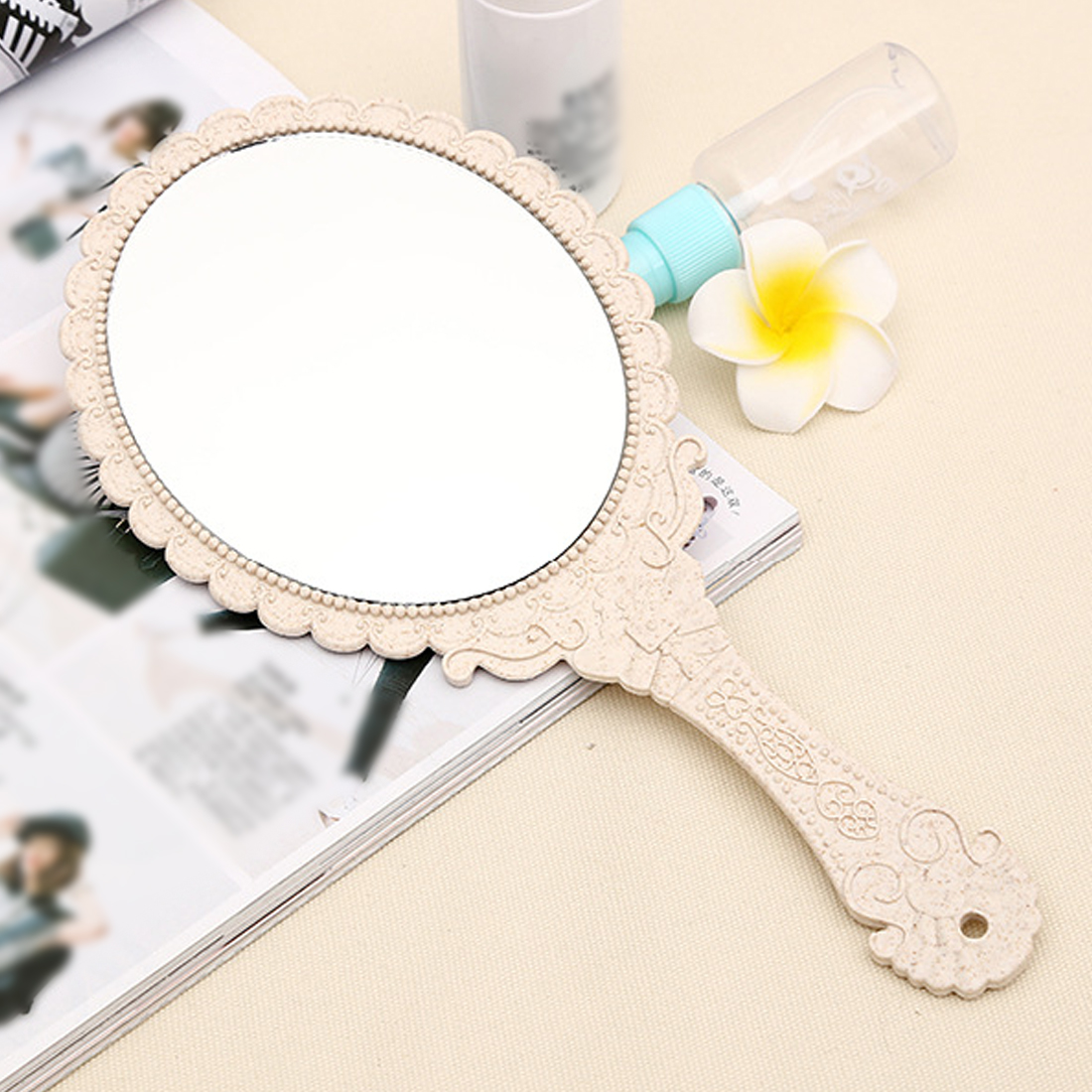 HOT 1pc Silver Vintage Ladies Floral Repousse Oval Round Makeup Hand Hold Mirror Princess Lady Makeup Beauty Dresser Gift