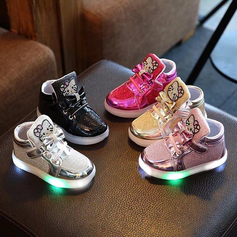 Nya barn Luminous Shoes Boys Girls Sport Löpskor Baby Blinkande Lights Mode Sneakers Småbarn Little Kid LED Sneakers