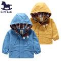 Envío gratis! 2015 muchachos de la chaqueta abrigo de invierno los niños de prendas de vestir exteriores del estilo del otoño cazadora con capucha ropa para 2-10 años