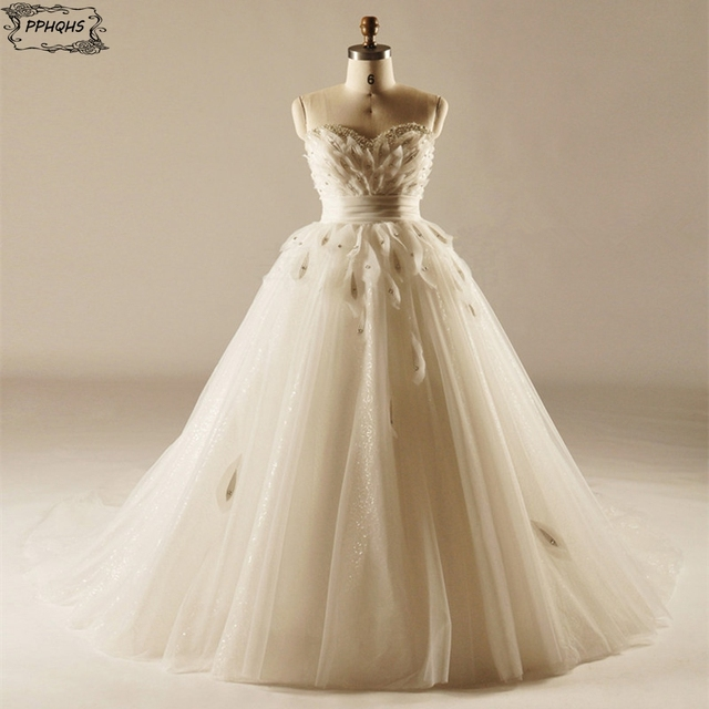 2017 Luxury Puffy Princess Ball Gown Wedding Dress With Feathers Sexy Beading And Pears Sweetheart Neck Bridal Gowns