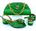 Nueva Moda Verde Color de Tacón Bajo de Las Mujeres Bombas Zapato de La Boda Africana y Establece Bolsa de Zapatos y Bolso A Juego Diseño de Italia para Fiestas