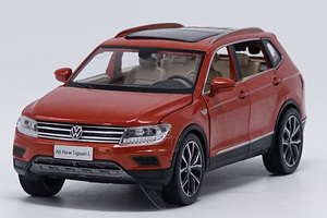 Image 3 - 1:32 alloy pull back car toys, high imitation Tiguan L,open door music &flash& toy vehicles, wholesale
