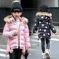 2016 Moda Infantil Meninas Inverno Acolchoado-Algodão Polka Dot Roupas Jaqueta Longa Com Capuz De Pele Parka Casaco Quente das Crianças para baixo Roupas