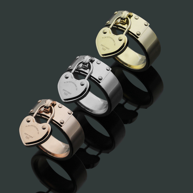 Popular Style Wholesale Heart Charm Stainless Steel Finger Ring No Fade T Letter Brand Jewelry Men Women Wedding Finger Ring