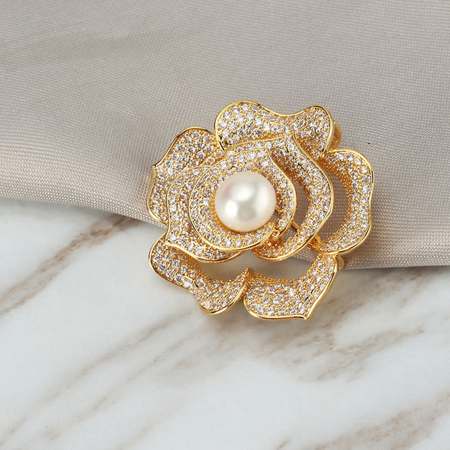 Crystal Antique Gold Flower Brooches Women Natural Pearl Brooch Stone Lapel Pins Jewelry for Female Wedding Scarf Accessories