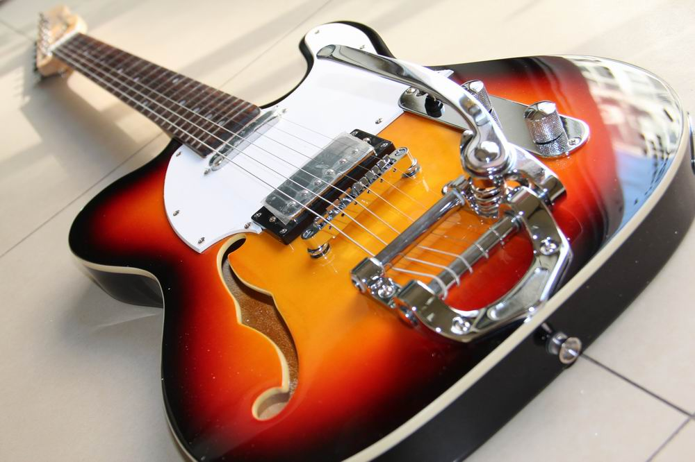 Nouveauté CNBALD TEL modèle guitare électrique avec système de trémolo à trou F dans SUNBURST 121024