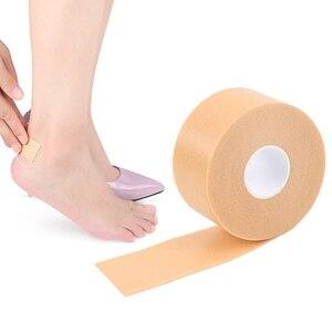 Image 2 - 1 rulo aşınma önleyici köpük pamuk topuk etiket bant yama Blister alçı su geçirmez ilk yardım Blister pedikür pedi ayak bakım astarı