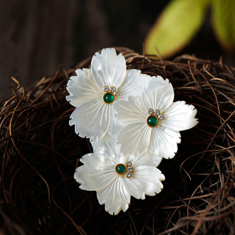 CMAJOR Delicate White Flowers Brooch Embellish With Green Calcedony Brooch Jewelry Pendants Shell Makeing Brooches For Women delicate rhinestone blue resin retro bird brooch for women