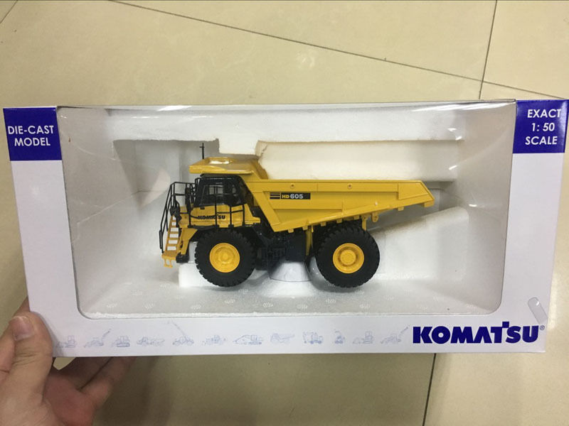 Universal Hobbies Komatsu HD 605 Off-Highway Truck Maßstab 1:50 Die-Cast UH8009