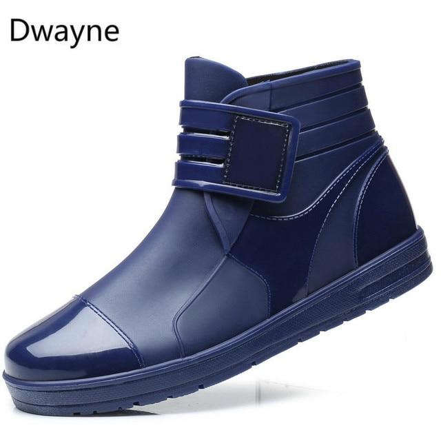 دواين 2018 الأزياء PVC للماء RainBoots للماء حذاء مسطح الرجال الأسود Rainboots الأزرق المطاط حذاء من الجلد مشبك بوتاس