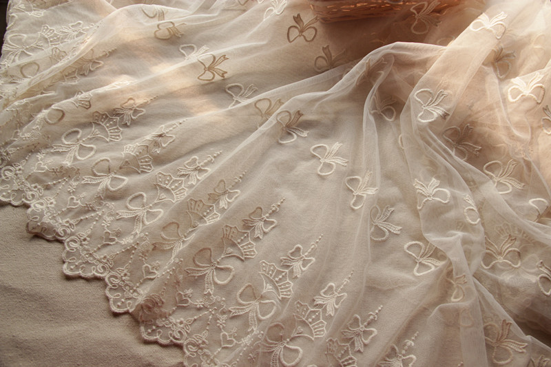 Over 1.75 Yards of 52 Wide Vintage French Beige Lace Floral Lace Bridal Lace Wedding Lace Prom Dress Lace Made in France 0JM32