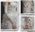 Luxo Longo Branco/Marfim Luvas de Casamento Com Rendas Apliques de Strass Frisado Luvas Sem Dedos Acessórios Do Casamento Venda Quente Em Estoque