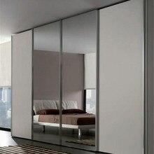 Раздвижной шкаф для спальни с зеркалом в центре
