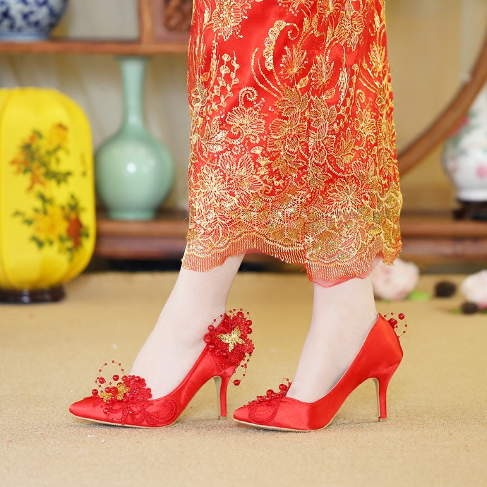 Chinese Red Wedding Shoes Satin Silk Dynamic Beads Red Butterfly Metal  Decoration Pointed Married Female Bride Party Dress Pumps-in Women s Pumps  from Shoes ... 85423f2c90c6