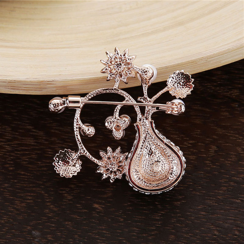 TDQUEEN Crystal Flower Brooches and Pins for Women Silver Plated Metal Big Waterdrop Crystal Pearl Brooch for Wedding Invitation (5)