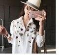 La Primavera de 2017 Nuevas Camisetas Grandes Yardas de Largo en Ropa de Mujer Floja Espectáculo Delgada Camisa Femenina Bordada Camiseta