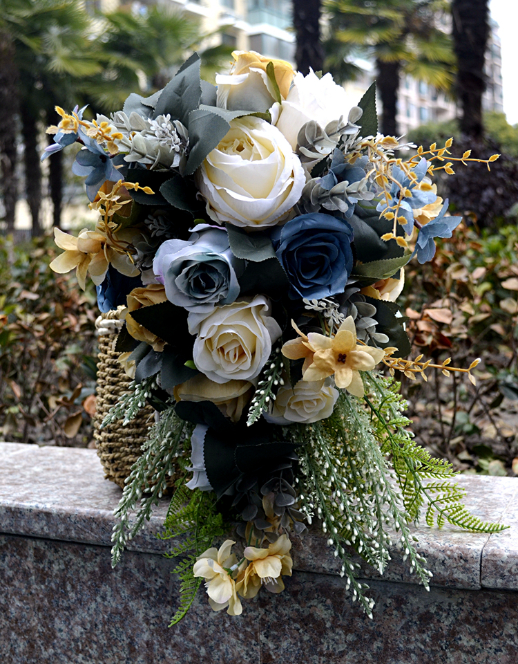 2018 new Blue Bridal Bouquet with White Roses nature Initial Charm Silk Wedding Flowers for Party matrimonio