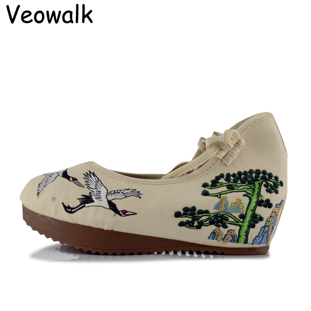 Veowalk Chinese Style Women Canvas 5cm Heel Wedges Shoes Ladies Eagles Cotton Embroidered Ankle Strap Platforms Zapatos Mujer vintage flats shoes women casual cotton peacock embroidered cloth flat ankle buckles ladies canvas platforms zapatos mujer