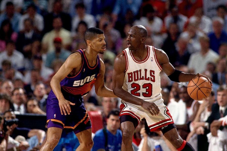 DIY rahmen Kevin Johnson VS Michael Jordan Dribbling Basketball ...