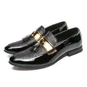 Image 5 - م القلق u Hot البيع الرجال شقة أسود ذهبي رسمي المرقعة حذاء بولي Leather جلد حذاء رجالي غير رسمي للرجل فستان أحذية 2020 جديد