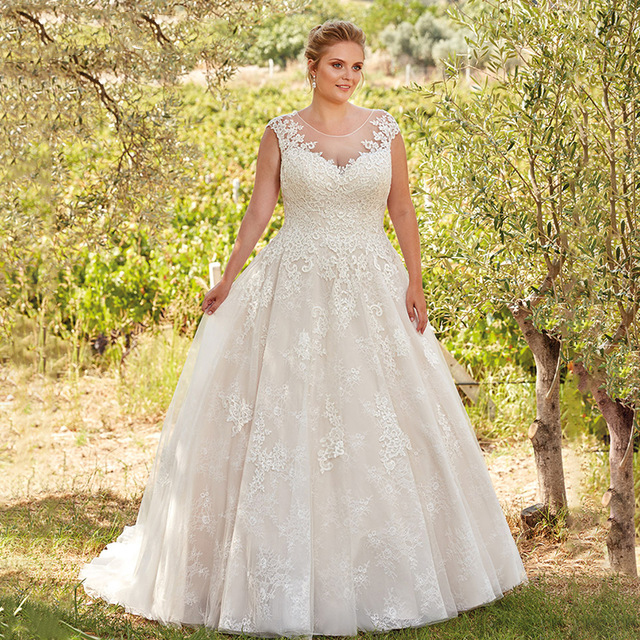 Plus Size Wedding Dress Lace Appliqued Tulle Sheer Scoop Illusion Back Elegant Bridal Dress Court Train Customized Wedding Gowns