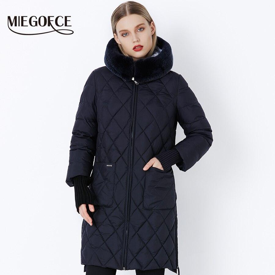 MIEGOFCE 2019 مجموعة جديدة الشتاء النساء سترة معطف الأصلي الفراء طوق النساء ستر الأزياء العلامة التجارية إمرأة القطن وسادة مبطنة-في سترات فرائية مقلنسة من ملابس نسائية على  مجموعة 1