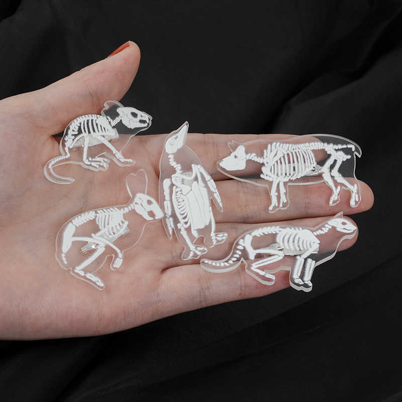 Animal esqueleto esmalte broches pingüino cerdo conejo gato pájaro pines para bolsa de ropa Punk joyería regalo para amigos