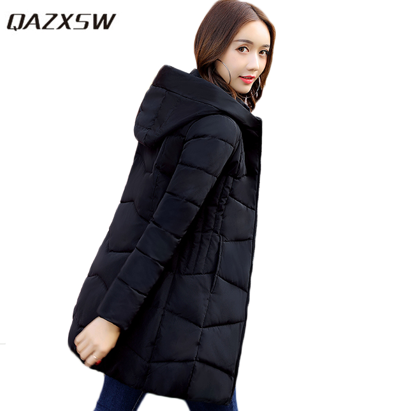 QAZXSW 2017 New Winter Cotton Coats Women Hooded Jackets Slim Long Parkas For Girl Thick Padded Warm Casual Outwear Jacket HB333 qazxsw new winter cotton coat hooded padded women parkas mujer invierno 2017 winter jacket women warm casacos femininos hb221