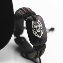 Pulsera de cabeza de piel de lobo para hombre y mujer de niño con estilo al por mayor, pulsera de cuero de resina tallada, brazalete de surfista de cuerda de cáñamo ajustable a mano