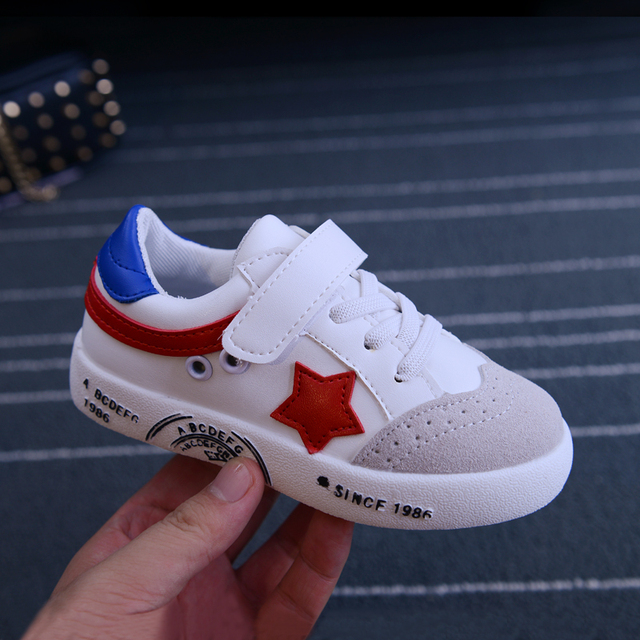 2016 New Autumn Children Classic White Sport Shoes Boys Girls Running Shoes Outdoor Light Soft Skateboard Shoes PU Kids Sneakers