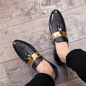 Image 4 - م القلق u Hot البيع الرجال شقة أسود ذهبي رسمي المرقعة حذاء بولي Leather جلد حذاء رجالي غير رسمي للرجل فستان أحذية 2020 جديد
