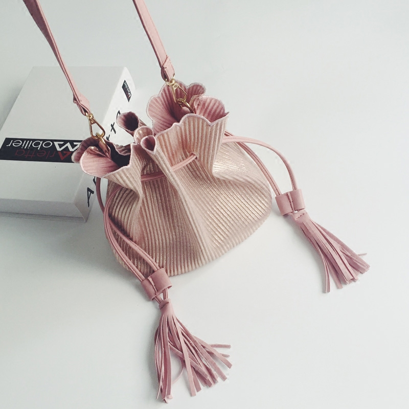 купить Fashion Small Tassel Bucket Shoulder Bags Women Pink Messenger Bags Ladies PU Leather Black Crossbody Bags Mini Handbags недорого