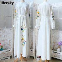 Dubai Abaya Kaftan Turkish Muslim Women Flower Embroidery Clothing Islamic Caftan Slim White Dress Ladies Robe Musulmane Dresses