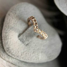 New fashion jewelry bohemian ring V-shaped design shiny crystal ring hot female elegant ring new simple crystal ring(China)